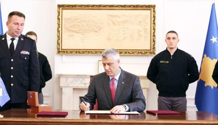 presidenti dekreton ligjet per ushtrine